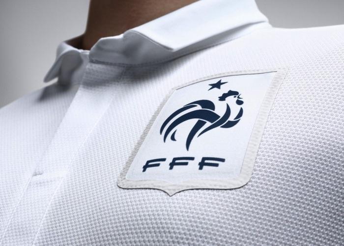 EQUIPE DE FRANCE DE FOOTBALL : il existe forcément une surface de réparation !