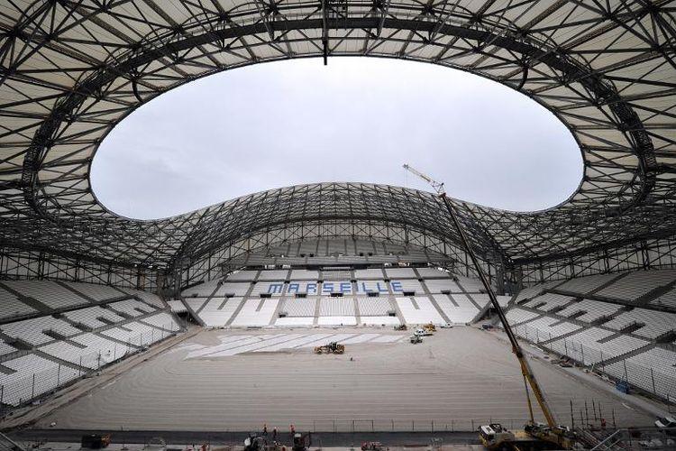 J.-C. LAPOUBLE interviewé par FR 3 sur le loyer du stade  vélodrome