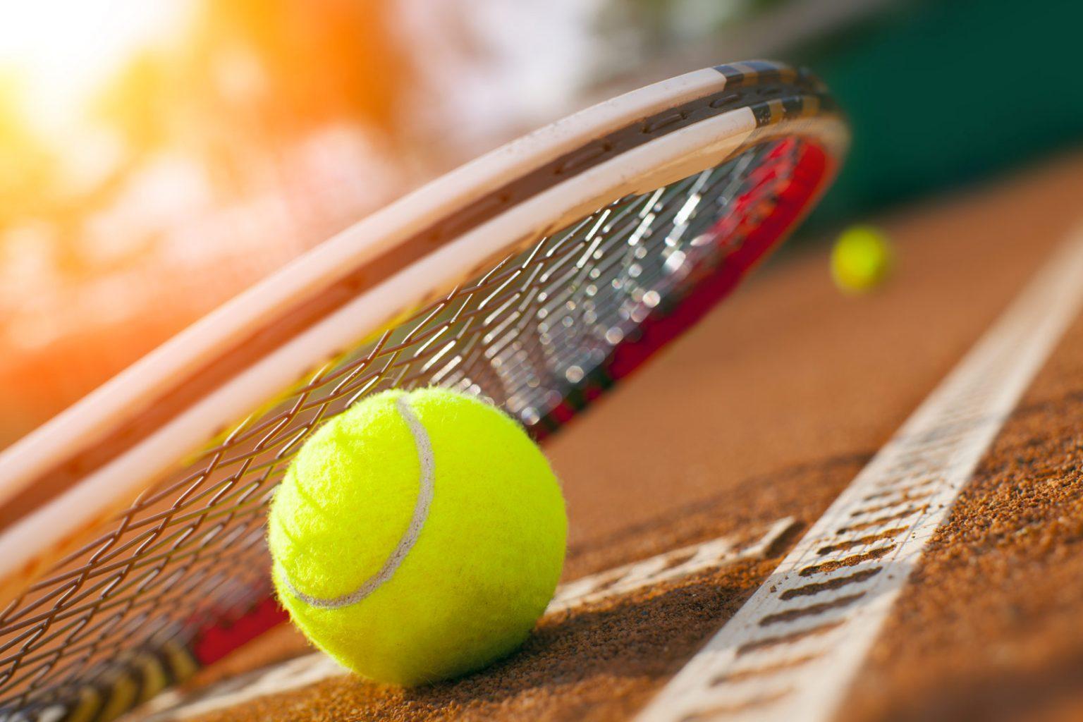 Le moniteur de tennis n'était pas salarié